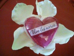 coeur pour dragées  dans mariage decoration-coeur-de-mariage-pour-dragee-ave-1259134-mariage-002-d0833_big1-300x225